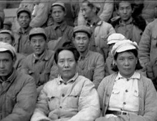 毛泽东和丁玲在延安时期合影