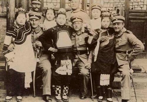八国联军士兵和妓女图片